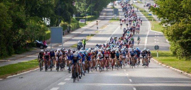 With fully closed roads  the Gran Fondo peloton will be an impressive sight, with riders able to safely use the whole road