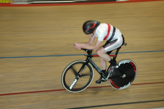 Rob Gilmour on his way to breaking the UCI's 60-64 hour record