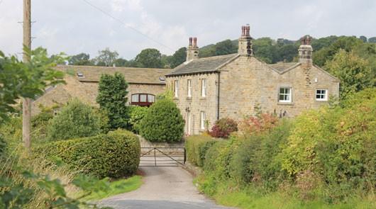 Emmerdale tour of classic locations brit movie tours for Wallpaper emmerdale home farm