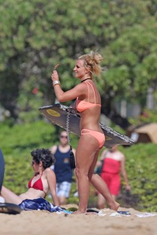 **EXCLUSIVE** A bikini clad Britney Spears shows off her toned figure on the beach in Hawaii.