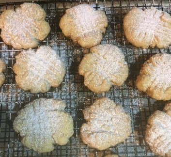 Step-by-Step: Almond Tea Cookies (December 10, 2017)