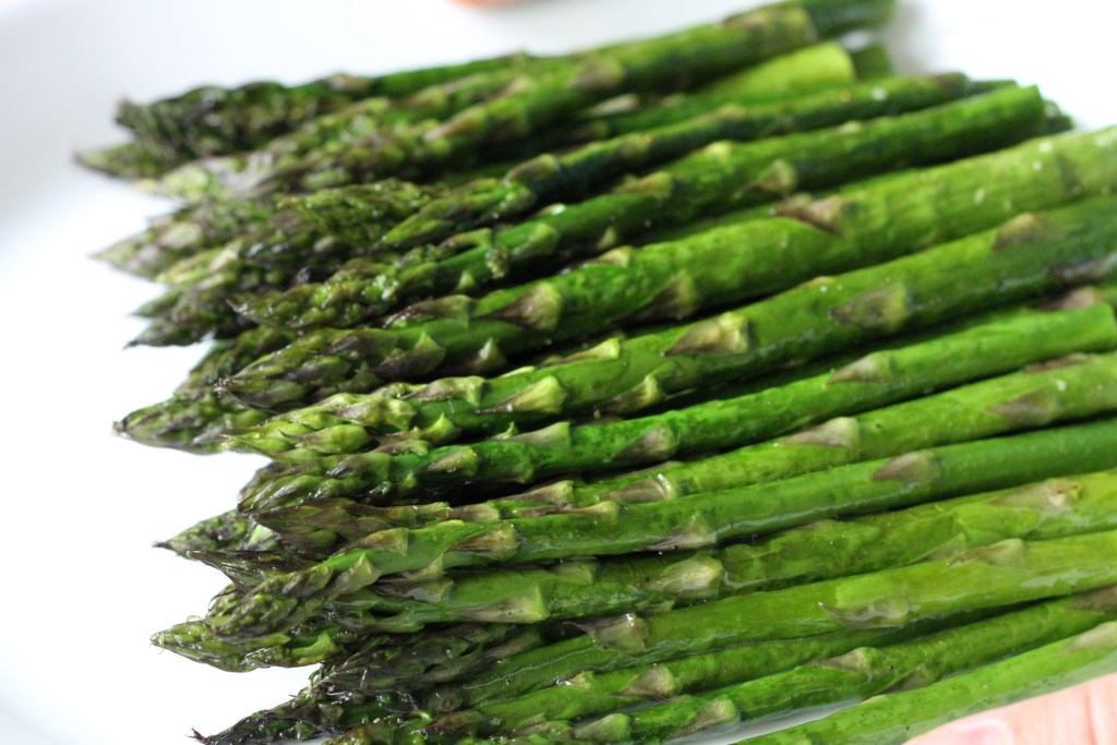 How To: Roast Asparagus-A step by step guide to making this tasty side dish! {Brittany's Pantry}