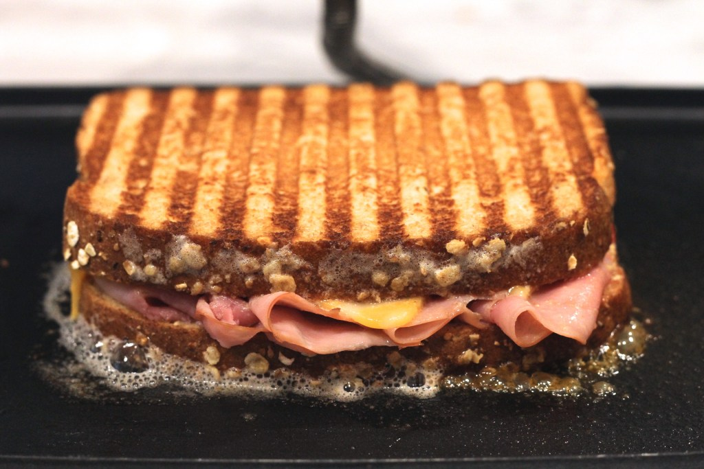 This Sweet & Tangy Ham Panini is the perfect solution to suppertime while beating the heat! {Brittany's Pantry}