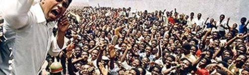 Ali-working-the-crowd-2-e1465355288212