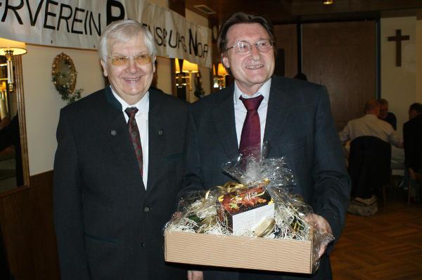 Der Ehrenvorsitzende Helmut Meier mit Professor von Schmädel. Foto: Fröhlich, MZ