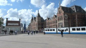 central-station-in-amsterdam_-1-yrungh__D