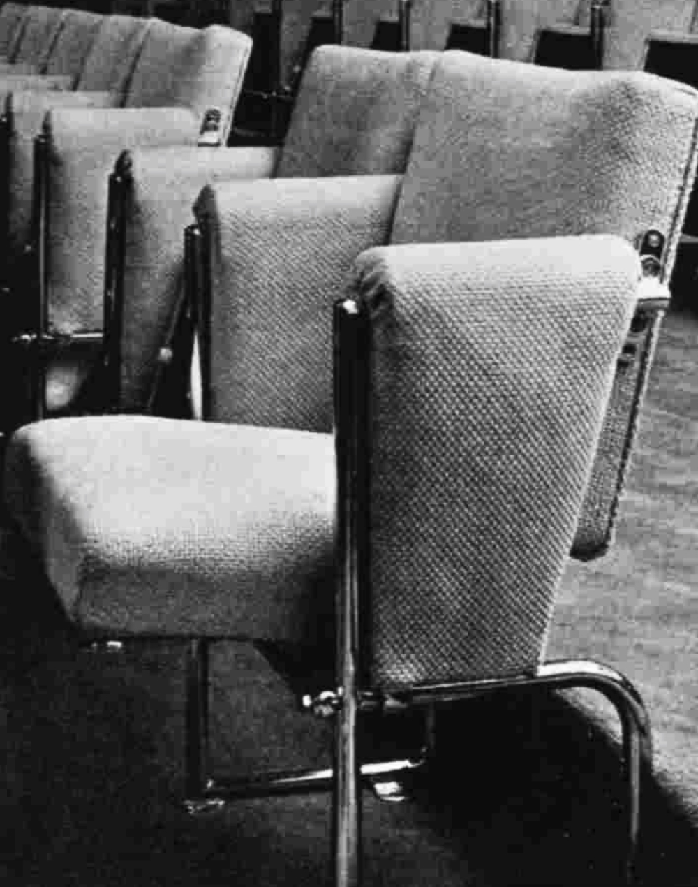 Upholstered chairs with steel frames