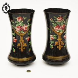 Vase ancien, paire de vase ancien, vase opaline, vase noir, paire de vases noirs, vase opaline noir, vase XX, opaline, opaline noire, vase fleuri, vase collection, vase galbé, vase sur pied, vase 19ième, vase 20ième, vase XIX, vase XX, vase émaillé, vase fleur émaillé, vase décor émaillé, fleur émaillée, 2 vases noir, 2 vases anciens, vase bouquet fleuri, rare vase, rare vase ancien, vase art nouveau, vase napoléon 3,
