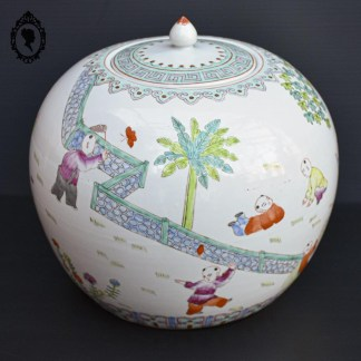 Pot, pot vintage, pot gingembre, pot à gingembre, pot chinois, pot asiatique, pot couvercle, pot décoratif, décoration asiatique, pot à gingembre ancien, pot gingembre collection, pot à gingembre ancien, pot chinois ancien, pot asiatique ancien, pot couvercle ancien, pot décoratif ancien, décoration asiatique ancien, pot à gingembre ancien, pot gingembre vintage, pot à gingembre vintage, pot chinois vintage, pot asiatique vintage, pot couvercle vintage, pot décoratif vintage, décoration asiatique vintage, pot porcelaine, pot porcelaine vintage, pot vert, pot vintage jaune, pot vintage vert, pot collection, objet de vitrine, objet de collection, pot à gingembre collection, vase asiatique, vase collection, vase couvert, décoration papillon, urne asiatique, urne, urne porcelaine, pot boule, pot rond, pot avec couvercle, jar, jar porcelaine, jar asiatique, porcelaine de chine, pot à thé, pot à thé boule, pot à thé porcelaine, grosse jarre, famille rose,