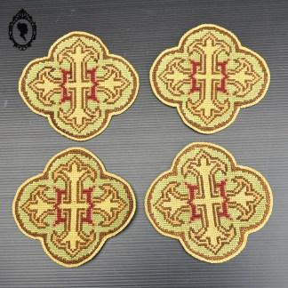 Ecusson, médaillon, broderie, ornement, écusson liturgique, médaillon liturgique, broderie liturgique, ornement liturgique, écusson religieux, médaillon religieux, broderie religieuse, ornement religieux, écusson croix, médaillon croix, broderie croix, ornement croix, tapisserie, tapisserie croix, tapisserie ancienne, tapisserie religieuse, tapisserie vintage, tapisserie liturgique, écusson vintage, médaillon vintage, broderie vintage, ornement vintage, écusson ancien, médaillon ancien, broderie ancienne, ornement ancien, croix brodée,