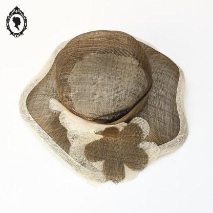 Chapeau, chapeau vintage, chapeau chic, chapeau enfant, chapeau fille, chapeau élégant, chapeau marron, chapeau beige, chapeau enfant marron, chapeau été, chapeau cérémonie, chapeau élégant, chapeau paille, chapeau sisal, chapeau fibres naturelles, accessoire chapeau, chapeau taille XS, chapeau XS, chapeau 52, taille fille, chapeau paille XS, chapeau décoration, chapeau déco, chapeau décoration, chapeau neuf, chapeau neuf vintage, chapeau paille neuf, chapeau marron neuf, Joa Nell ; Chapeau Joa Nell, chapeau chic, chapeau fête, chapeau mariage, chapeau fiançailles, chapeau de mariage, chapeau de soirée, chapeau cocktail, chapeau à porter, chapeau décoration, chapeau enfant, chapeau enfant marron, chapeau cérémonie enfant,