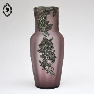 Vase ancien, vase vintage, vase violet, vase mauve, vase relief étain, vase pâte de verre, grand vase, grand vase pâte de verre, pâte de verre, vase moulé, vase verre soufflé, vase allongé, grand vase, brocante chic, décoration raffinée, décoration chic, décoration art déco, décoration art nouveau, décor étain, étain relief, art déco, art décoration, art décoratif, vase art nouveau, vase violine, vase élégant, pâte de verre soufflé, vase soufflé art nouveau,