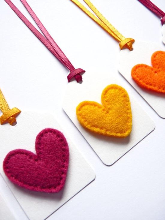 Etiquetas para decorar regalos con corazones de fieltro - Decorar cojines con fieltro ...