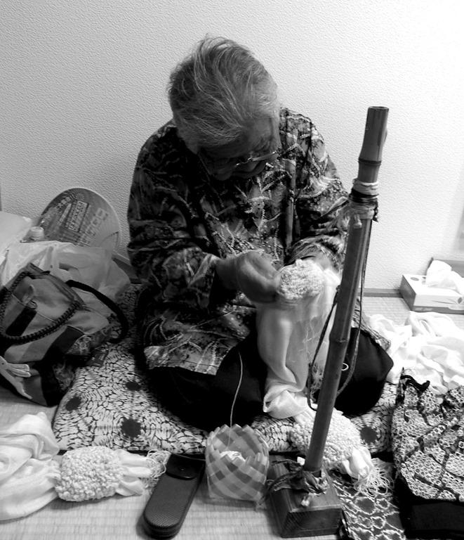 Artisan-pratiquant-le-shibori