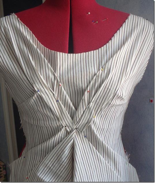 plissage pour créer un vêtement inspiré du végétal
