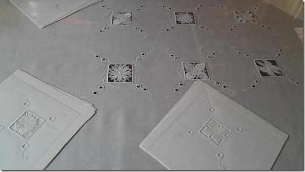 linge de maison blanc en broderie de Cilaos