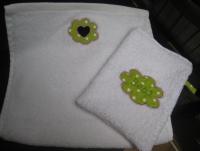 petite serviette à accrocher +gant +