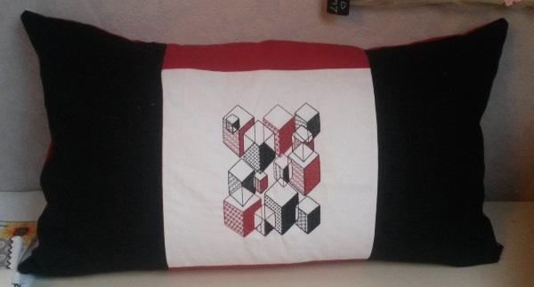 coussin rectangulaire motif graphique