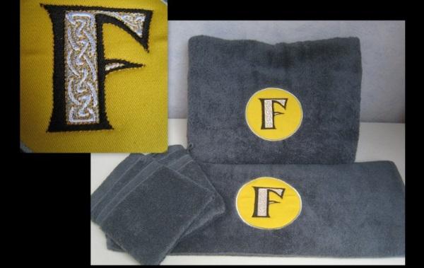serviettes brodées initiale F