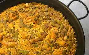 Rabbit, chicken and snails paella
