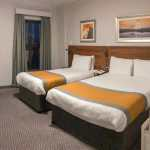 Room with two beds at the Maldron Hotel in Derry