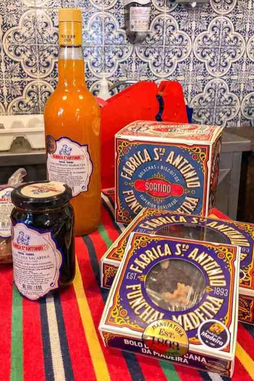 Bolo-de-mel-de-cana---Honey-cake,-Funchal-Madeira
