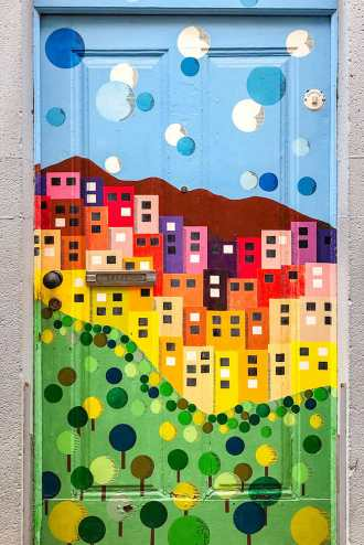 Painted-door-of-Funchal,-Madeira-2