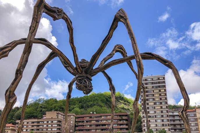 Maman-at-the-Guggenheim-Museum,-Bilbao