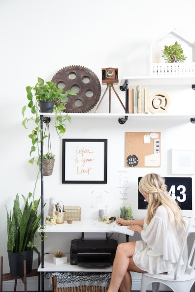 Amber Thrane's desk, via The Glitter Guide.