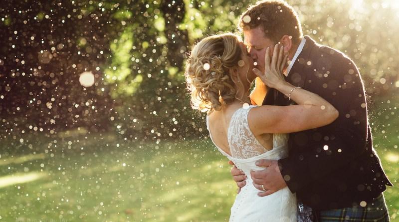 wedding rain kiss color glitter