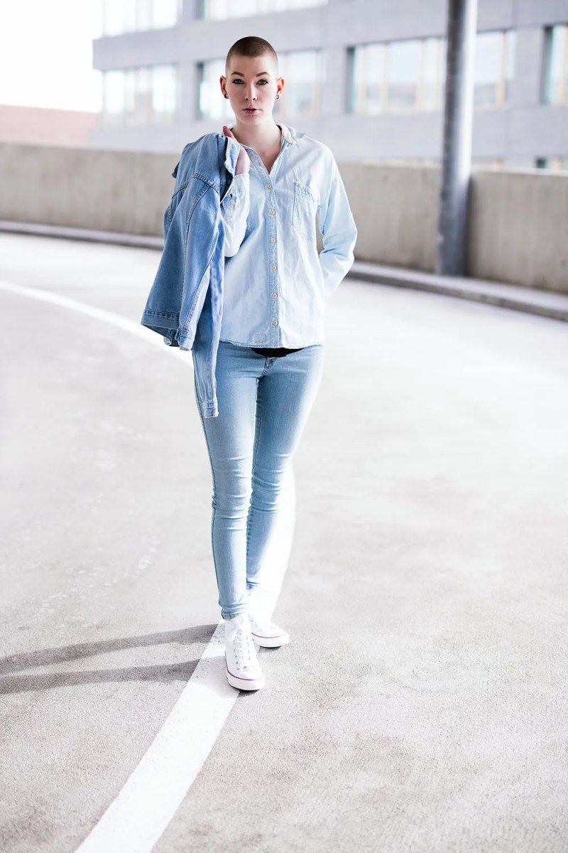 converse denim chambray blogger style outfit skinny jeans