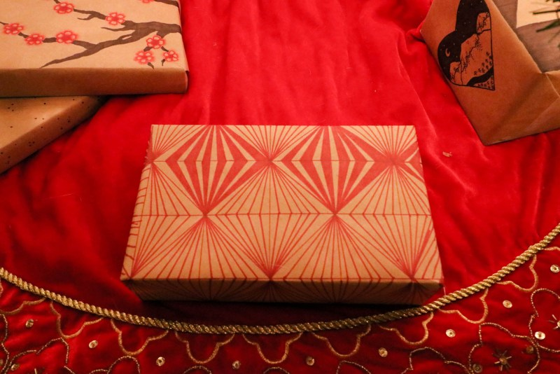 Sharpie DIY Gift Wrap - Red Geometric Illusion