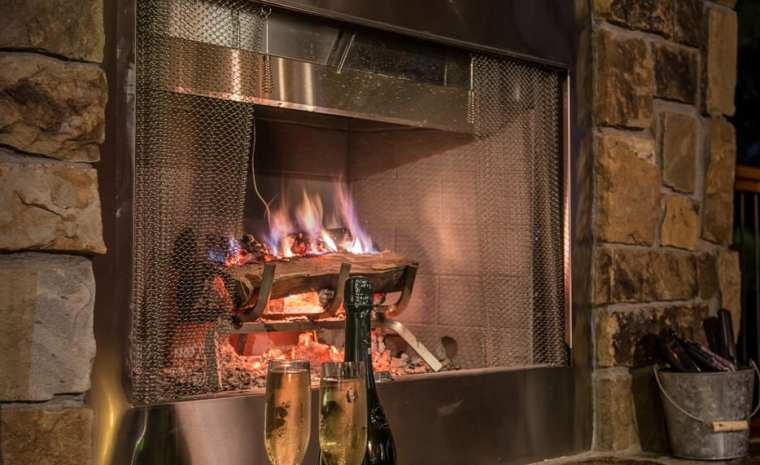 Broken Bow Lake Cabin Outdoor Fireplace