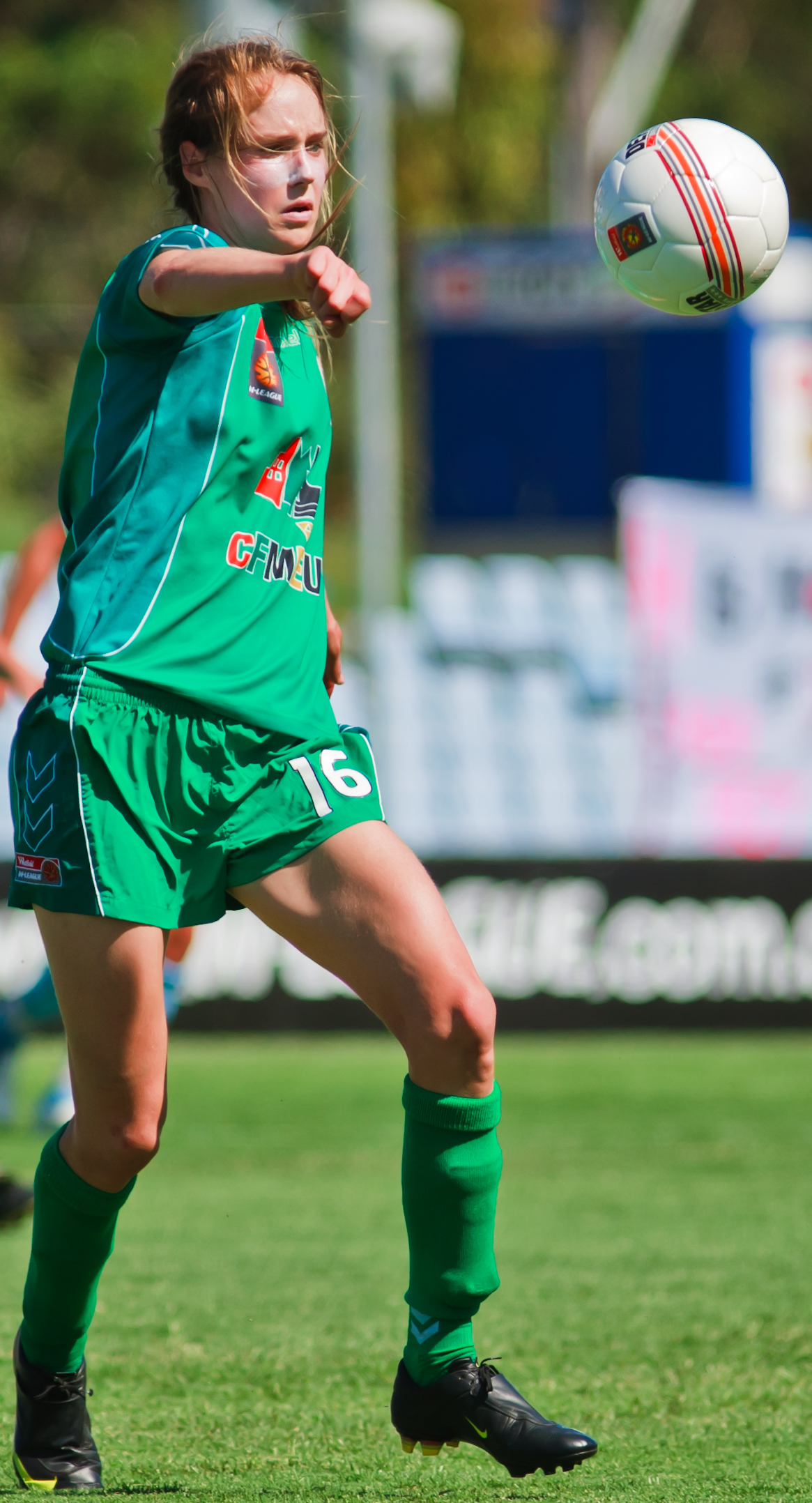 Photo of Ellyse Perry playing soccer