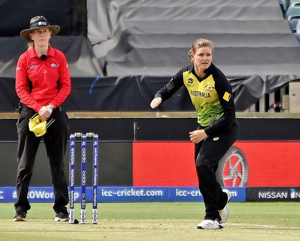 Australia Vs New Zealand Women - Picture of Jess Jonassen