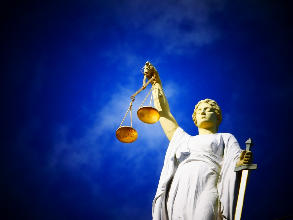 Photo of Lady Justice. Commentary of Gentleman's game.