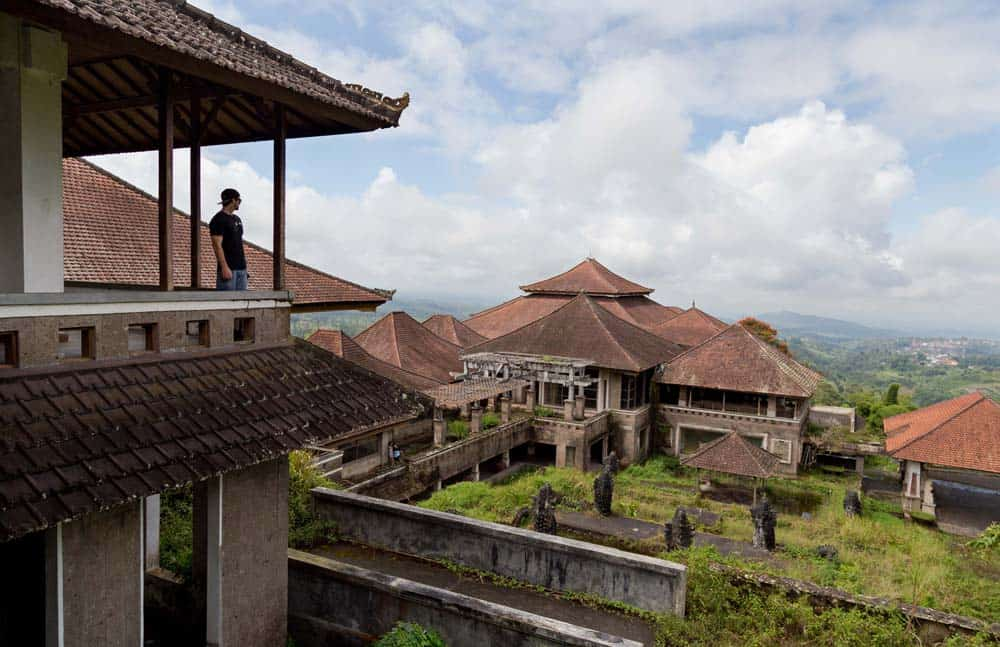 top 12 things to do in bali, abandoned hotel bali, abandoned resort bali, bedugul abandoned hotel, bedugul taman hotel,