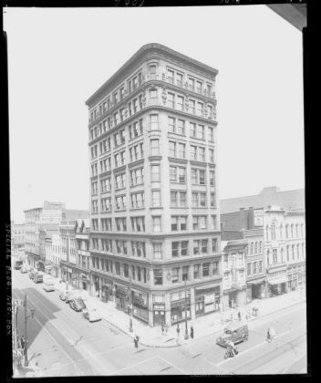 Now-demolished Todd Building at Fourth & Market Streets (via UL Photo Archives)