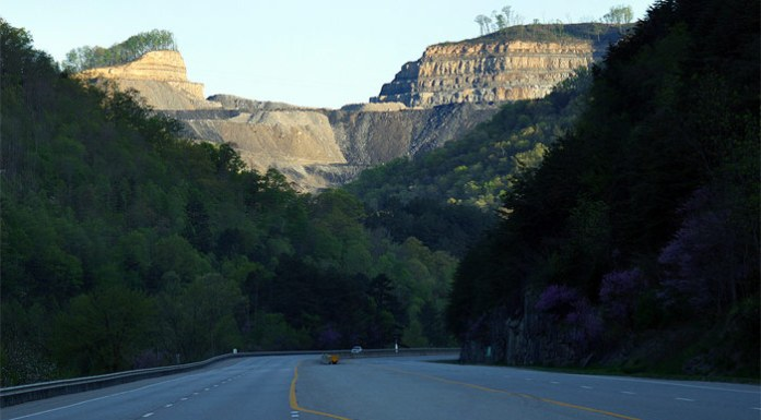 Mountaintop Removal in Pikeville, Kentucky (Courtesy ilovemountains.org/Flickr)