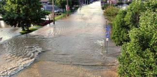 Water main break floods Floyd Street on UL's Belknap Campus. (Courtesy University of Louisville)