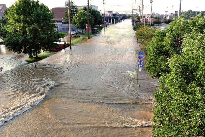 Water main break floods Floyd Street on UL's Belknap Campus. (Courtesy University of Louisville)