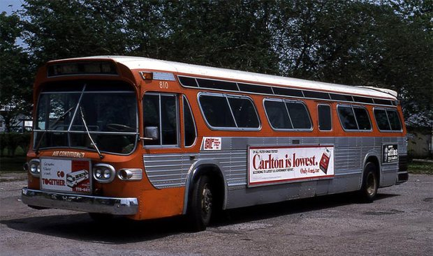 Bus 810, Iroquois Park. (Courtesy TARC)