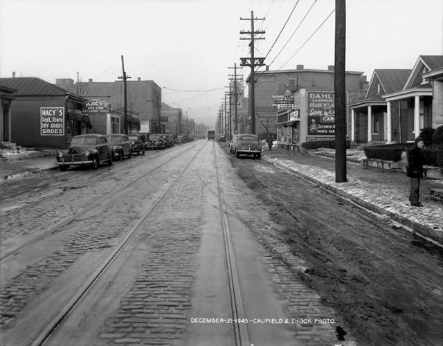 Snow and slush in 1945 on Shelby Street, showing trolley tracks. (Courtesy UL Photographic Archives)