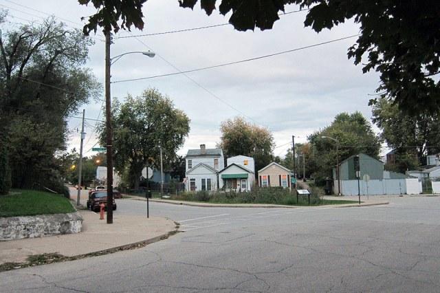 The rain garden from Ellison Avenue. To the left, a sidewalk bumpout also helps to calm traffic. (Branden Klayko / Broken Sidewalk)