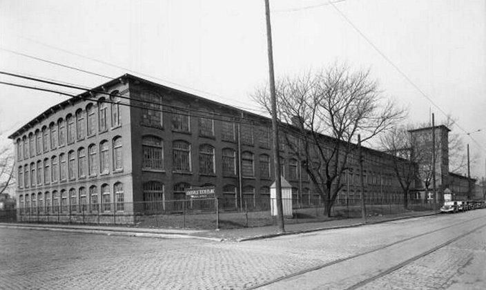 The Louisville Textile Mills in 1937. (Courtesy UL Photographic Archives)