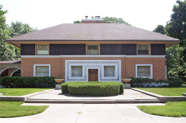 Frank Lloyd Wright's Winslow House in Chicago. (Oak Park Cycle Club / Flickr)