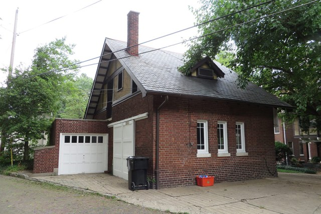 This half-timbered carriage house reflects the architecture of the main house at 2303 Cherokee Parkway. (Christopher Quirk)