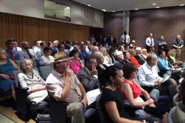 The public packed the courtroom to hear the DDRO meeting. (Al Klayko / Broken Sidewalk)