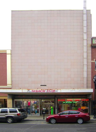 The Fashion Club store and its boarded up facade. (Porter Stevens)