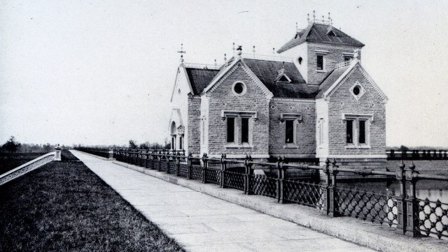 Gatehouse at the Crescent Hill Reservoir circa 1889.